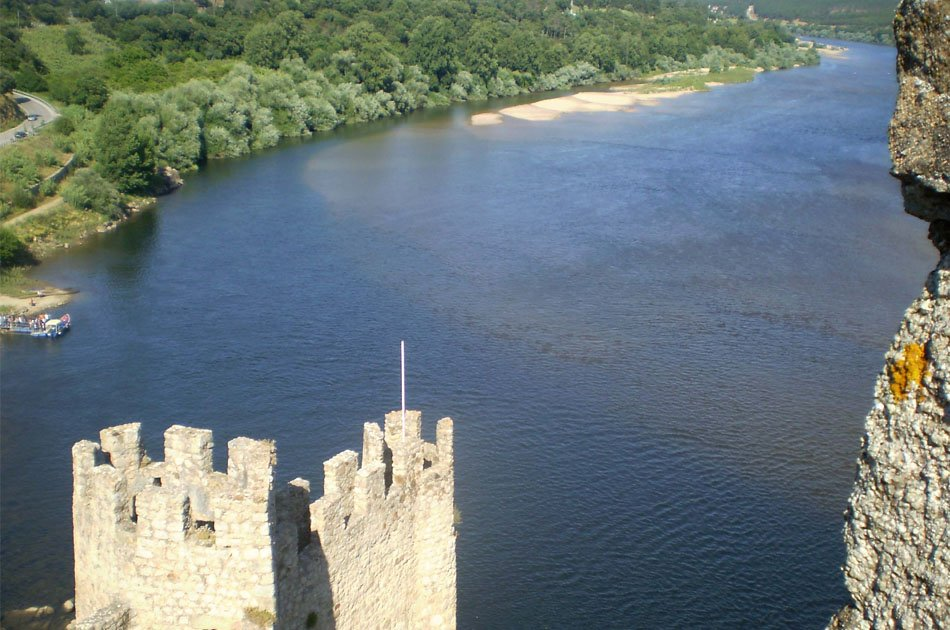 Private Tour Route Castles and Caves, Santarem, Almourol, Tomar from Lisbon