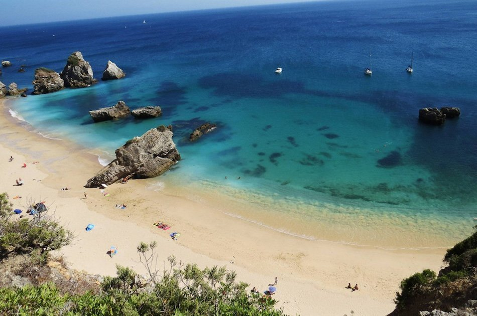 Private Transfer from Sesimbra to Lisbon Airport