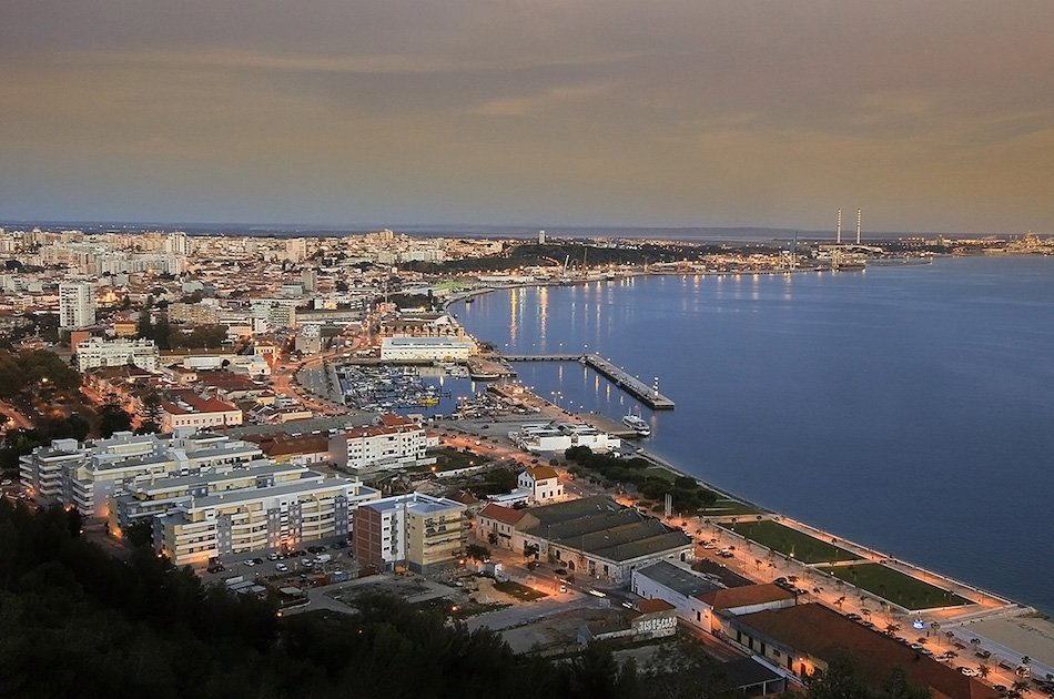 Two-Way Private Transfer Between Lisbon Airport and Setúbal