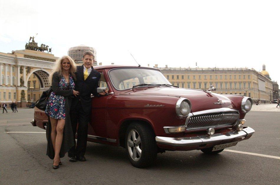 Private 3 Hour Photo Shoot Tour in Authentic Soviet Volga Vehicle