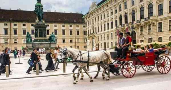 Full Day Classical Vienna Tour from Bratislava With Lunch