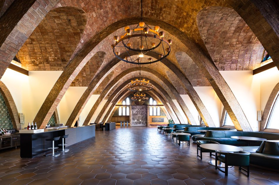 Barcelona Private Wine Tapas and Wineries Art Experience