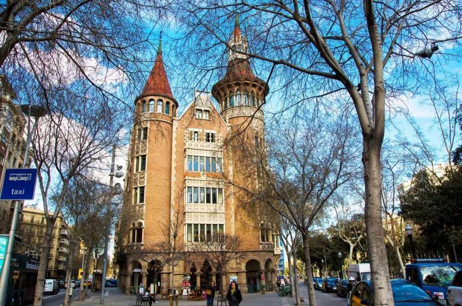 Barcelona's Modernist Houses: Gaudi Private Walking Tour