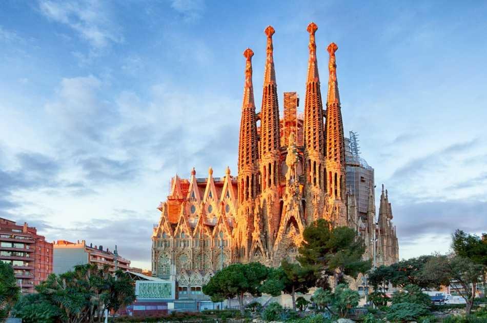 Barcelona's Modernist Houses Private Tour With Sagrada Familia Ticket