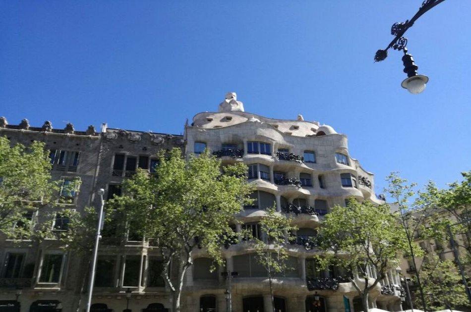 Highlights of Barcelona Private Drive With Sagrada Familia