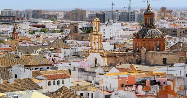 Old Seville Santa Cruz Walking Tour and Flamenco Show