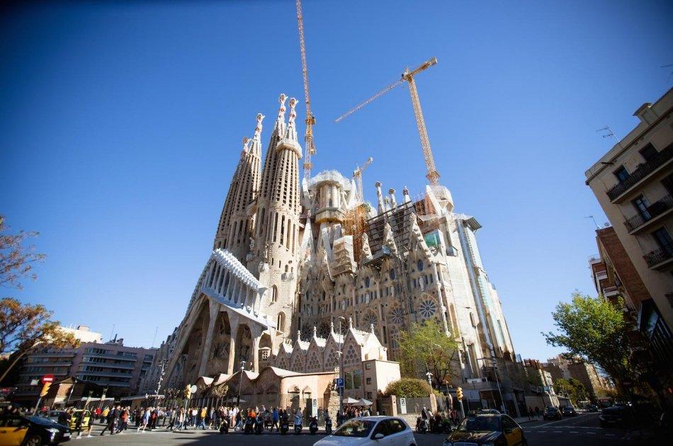 Private Tour of Barrio Gotico and Sagrada Familia from the Outside in Barcelona