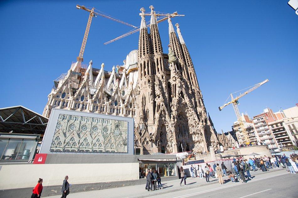 Sagrada and Barrio Gotico Semi-Private Tour