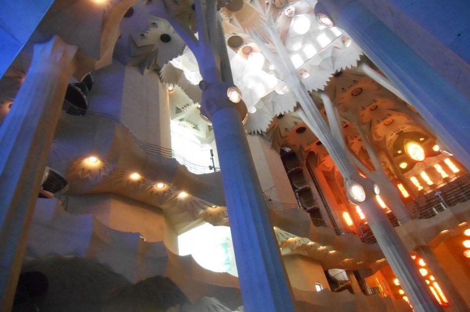 Sagrada Familia, Gothic Quarter & El Born Private Tour