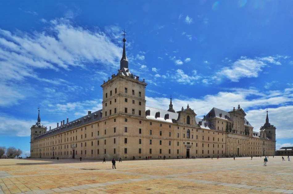 San Lorenzo De El Escorial Private Tour: the Royal City
