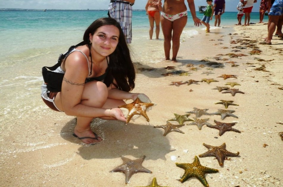 Group Tour of Nakupenda Beach in Zanzibar with Sea Food Lunch