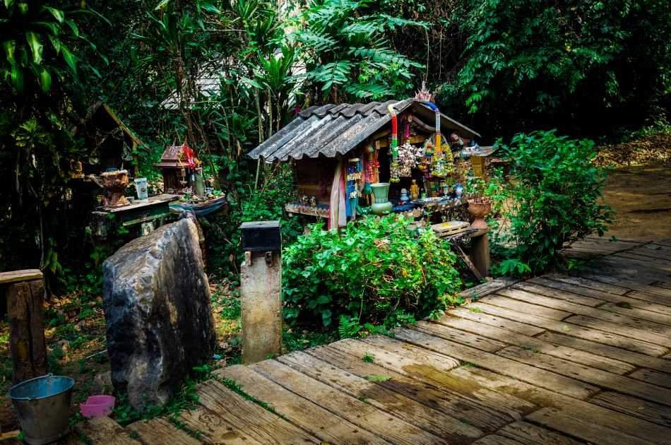 Explore the Bua Tong Waterfall