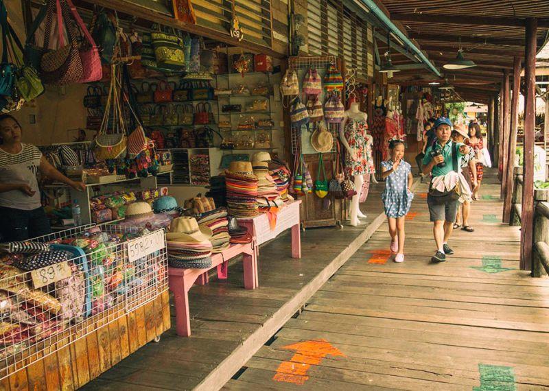 Pattaya Floating Market Experience