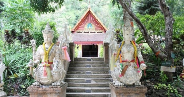 Private Day Tour of Doi Suthep Temple, Wat Phalad, Wat U Mong in Chiang Mai
