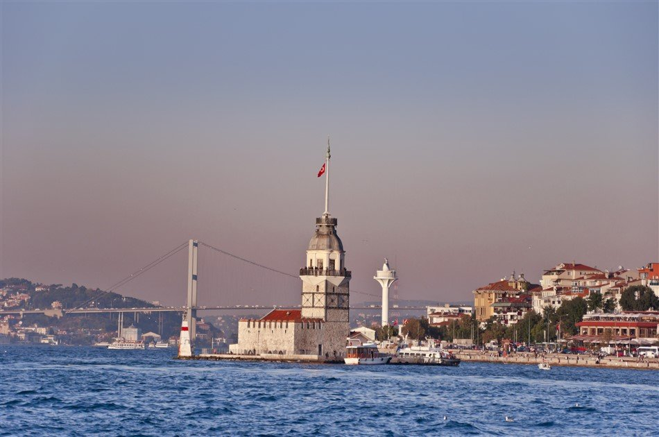 Bosphorus Cruise 2.5 Hours with Ottoman Palace in Istanbul