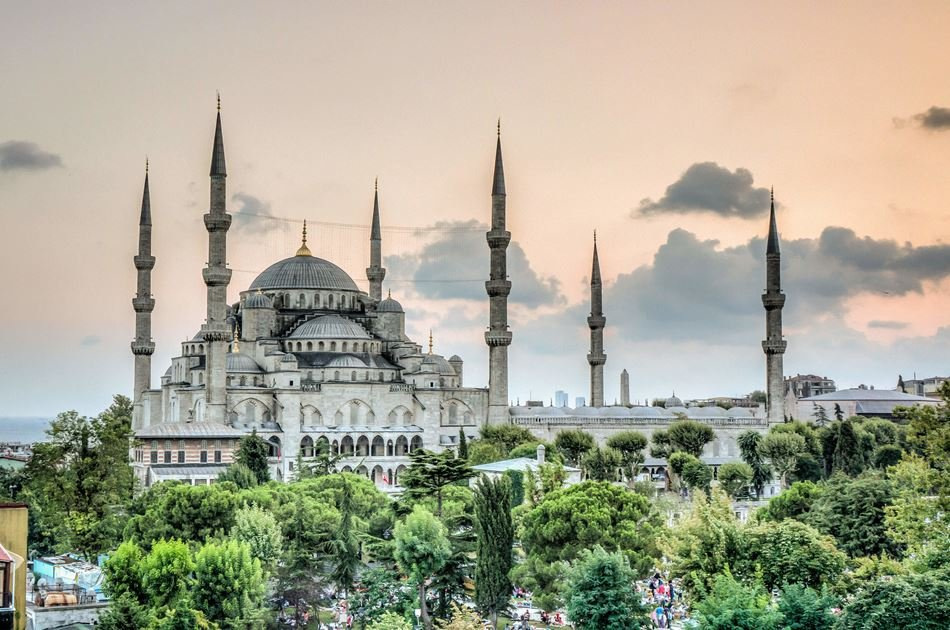 Half Day Group Tour of Hagia Sophia and Topkapi Palace in Istanbul