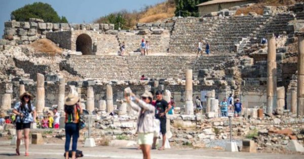 Half Day Luxury Ephesus & Virgin Mary House Private Tour from Kusadasi