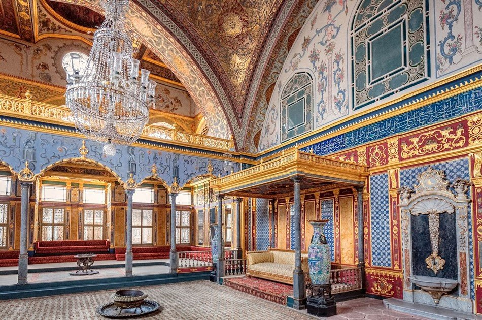 Half Day Small Group Tour to Topkapi Palace, Hippodrome and Grand bazaar