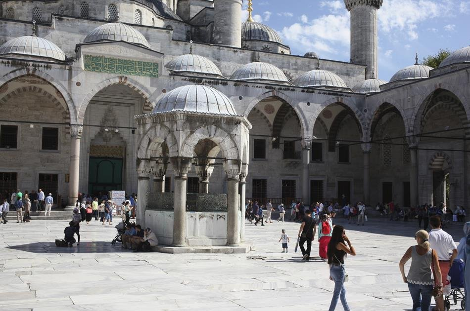 Istanbul Byzantine and Ottoman Group Tour: Hagia Sophia, Topkapi Palace, Blue Mosque and Grand Bazaar