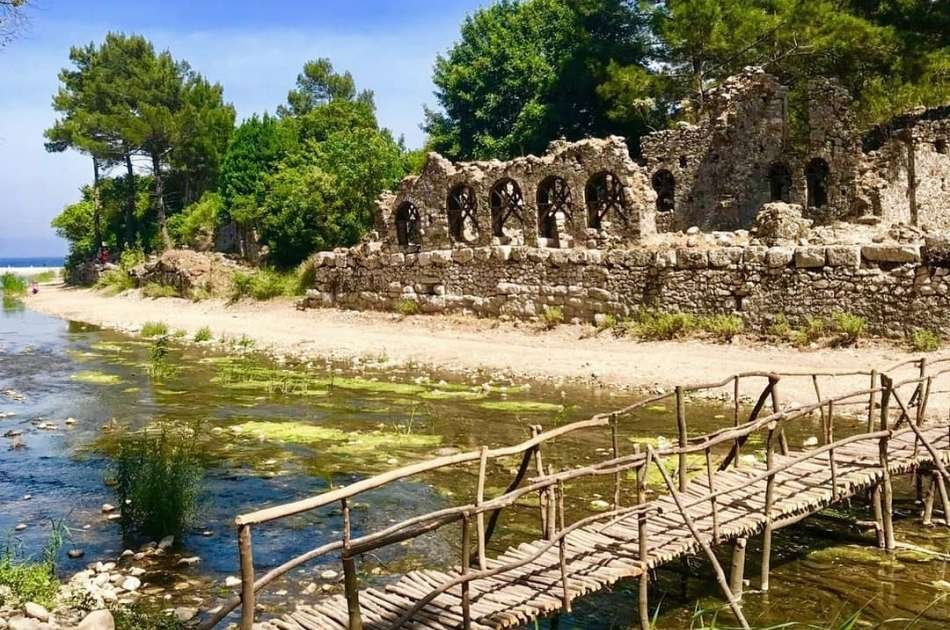 Mix History with Sandy Beaches On This Aegean Flavours Tour