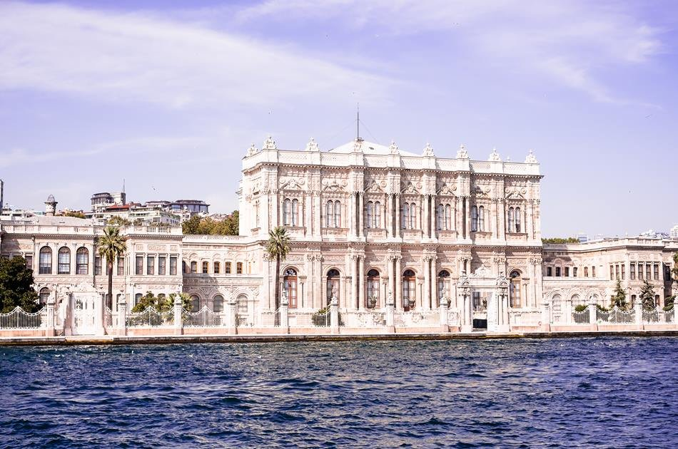The Bosphorus Cruise With the Kücüksu Palace/Rumeli Fortress From Istanbul