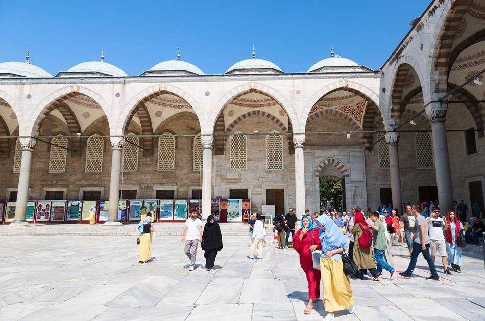 Visit 2 Continents on a Bosphorus Cruise Full-Day Istanbul Tour with Lunch