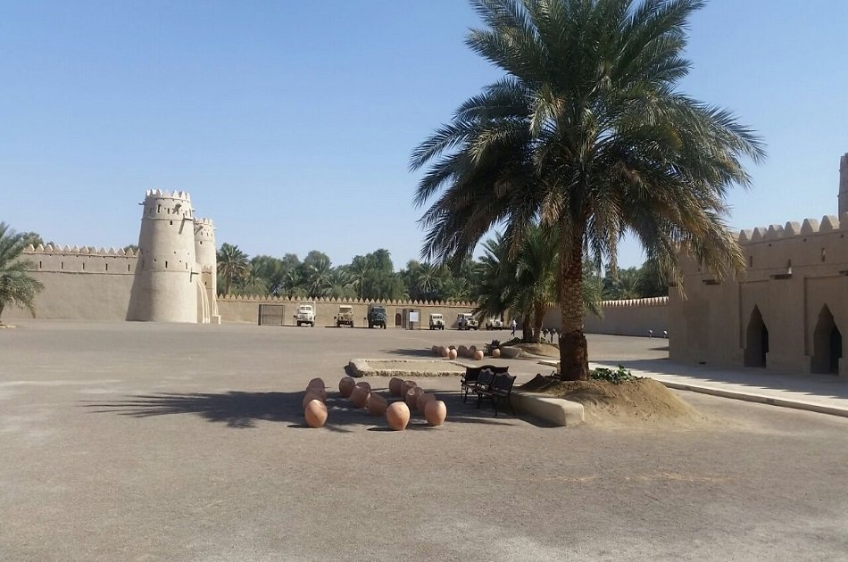 Private Al Ain Tour with Car and Driver