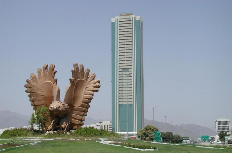 Private East Coast Fujairah Tour With Lunch