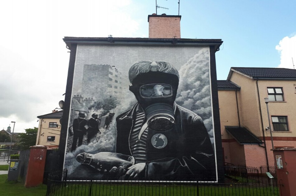 Bloody Sunday and Bogside Murals Private Walking Tour in Derry