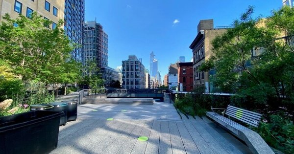 Self-Guided Private Walking Tour in High Line Elevated Park and Hudson Yards