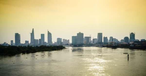 Breakfast Cruise & Walking Tour in Saigon