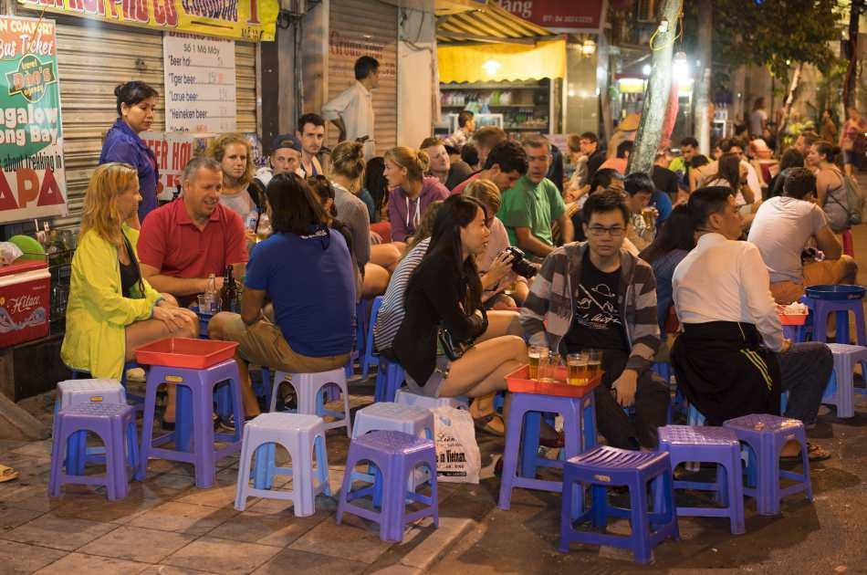 Enjoy the Weekend Night Show in Hanoi