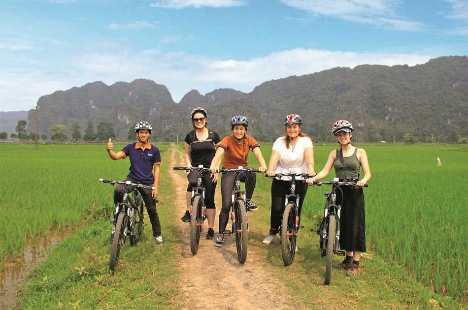 Full Day Deluxe Group Tour of Tour Hoa Lu and Tam Coc