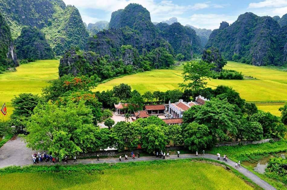 Full Day Private Tour to Hoa Lu & Tam Coc from Hanoi