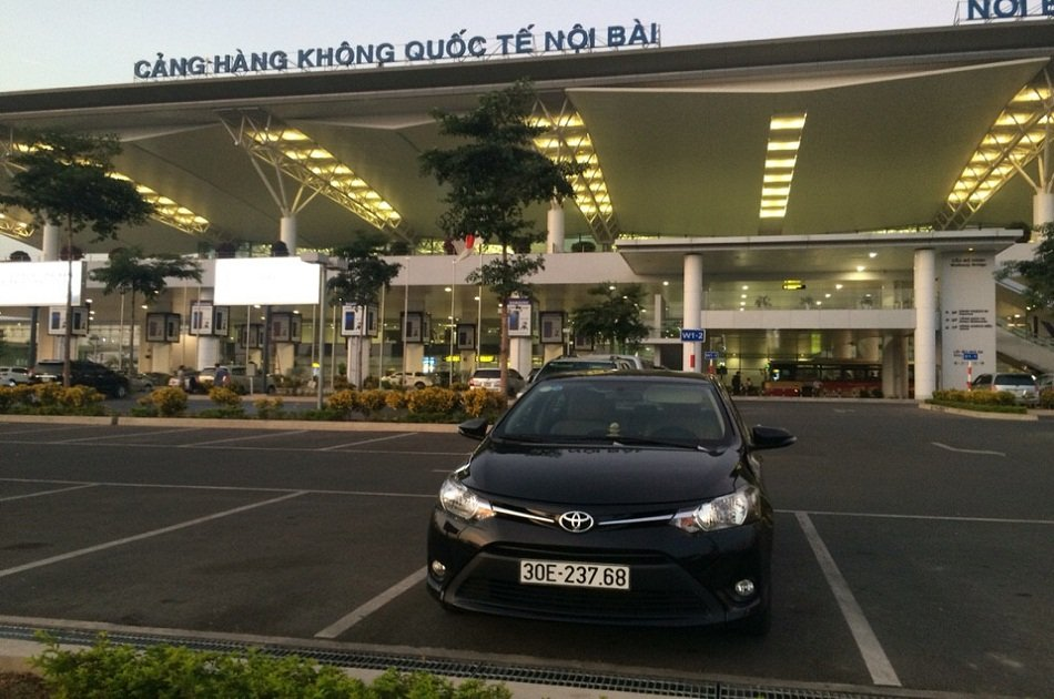 Hanoi Airport Arrival Transfer by 4 Seats Car