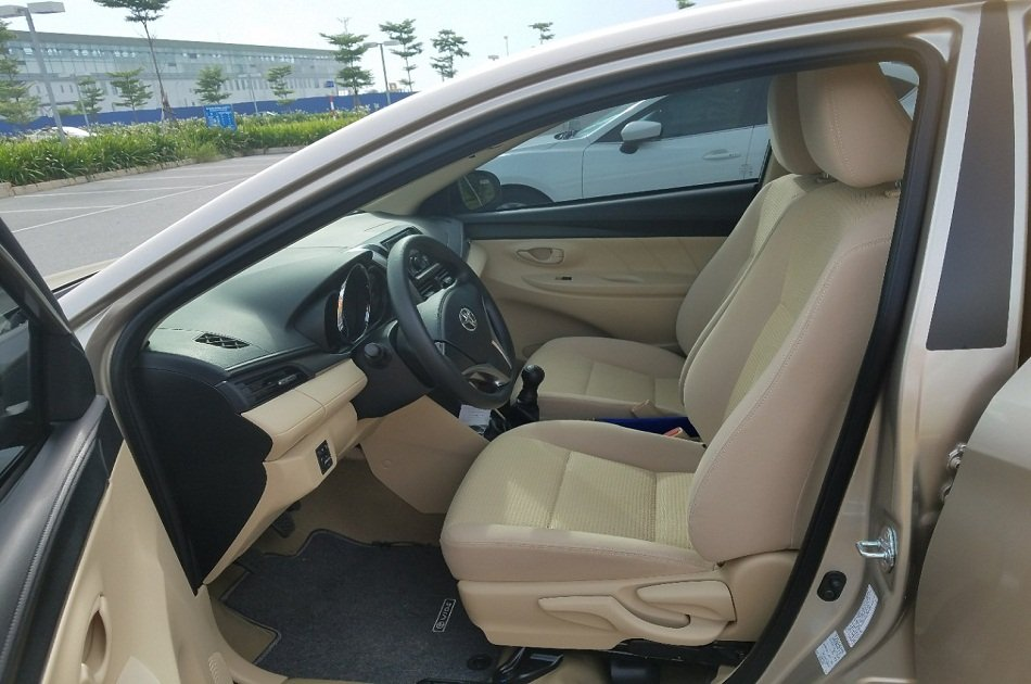 Hanoi airport Departure Transfer by 4 Seats Car