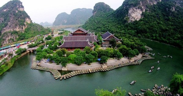 Hanoi - Ninh Binh Private Transfer by 7 Seats Car