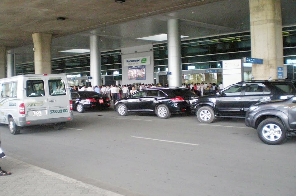 Private Tan Son Nhat International Airport Pick Up - 4 seaters