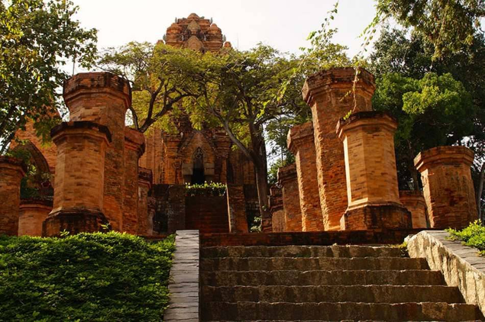Taste of Vietnam by Cyclo Half Day Tour