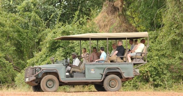Victoria Falls and South Luangwa National Parks Safari 6 Day Tour