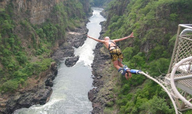 4 Days Guided Tour to the World-renowned Victoria Falls