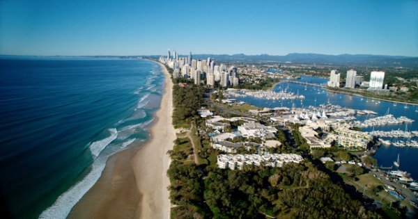Surf in Surfers Paradise on a Gold Coast