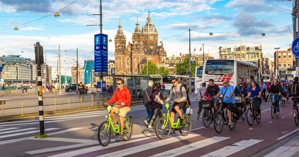 Experience the Atmospheric and Attractive Amsterdam on Private Tour