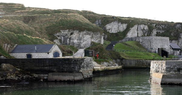 Walk Among the Giants on the Coast of Northern Ireland With Guided Tours