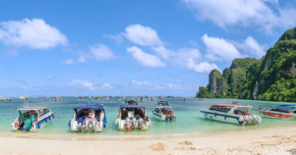 Crystal Waters and Divers Paradise Island Guided Tours to Ko Phi Phi