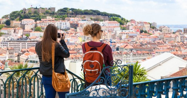 Live It Up and You Will Love the Lively Lisbon on Private Tour