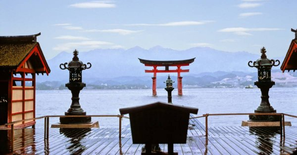 Yōkoso and Hurry to Hiroshima on Private Historic Custom Tours