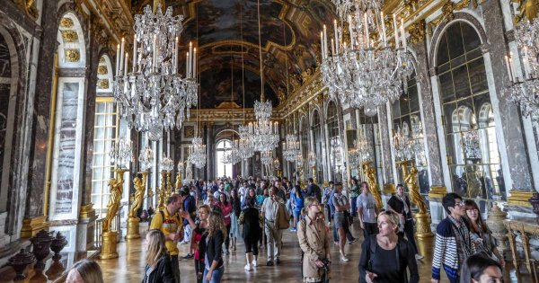 Explore the Luxuriance of the Château De Versailles on a Private Tour