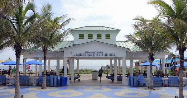 Fort Lauderdale on a Private Tour for Everglades, Gondolas and Beaches