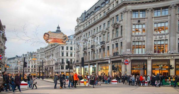 Discover the Glitz and Glamour on a Sightseeing Tour of the West End